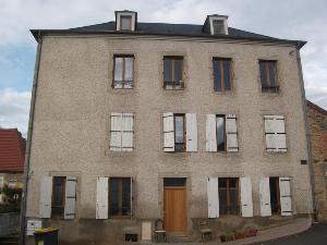Immeuble de rapport a vendre Busset 03270 Allier 220 m2  165000 euros