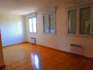 location appartement ch lons en champagne 51000 marne 51. Black Bedroom Furniture Sets. Home Design Ideas