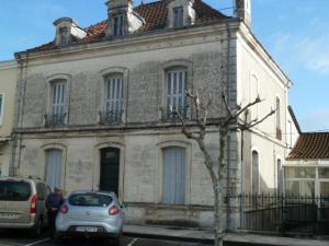 Immeuble de rapport a vendre Chalais 16210 Charente 350 m2  135272 euros