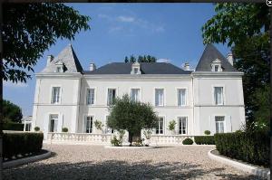 Maison a vendre Brie-sous-Chalais 16210 Charente 224 m2 11 pièces 980000 euros