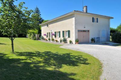 Maison a vendre Villebois-Lavalette 16320 Charente 150 m2 5 pièces 274322 euros