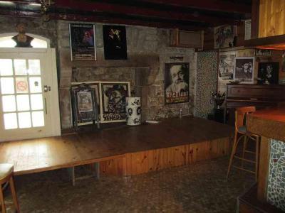 Fonds et murs commerciaux a vendre Scaër 29390 Finistere 271 m2  186772 euros