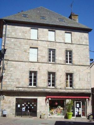 Immeuble de rapport a vendre Ussel 19200 Correze 260 m2  111000 euros