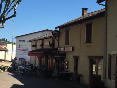 Fonds et murs commerciaux a vendre Maurs 15600 Cantal  152250 euros